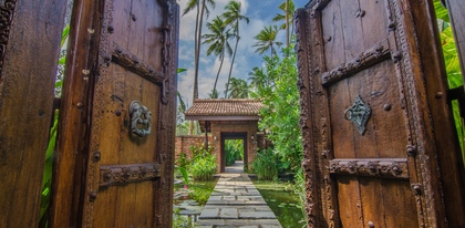 Preview_1._antique_doors_to_pond