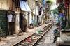 Thumb_the-backyard-trains-of-hanoi-vietnam-4